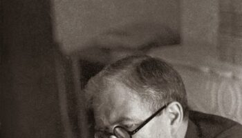 AAGEF-FFI llama a «salvar la tumba de Julio Álvarez del Vayo»