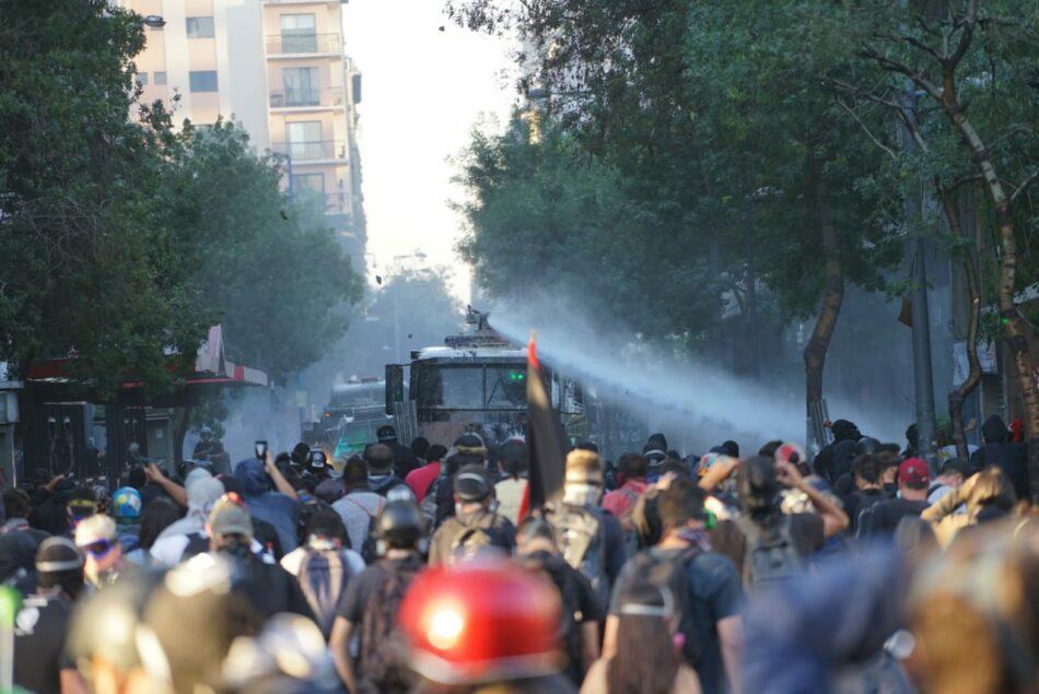 Represión, barricadas y disturbios marcan otra jornada de protestas en Chile