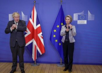 UE y Reino Unido posponen decisión del Brexit para el domingo