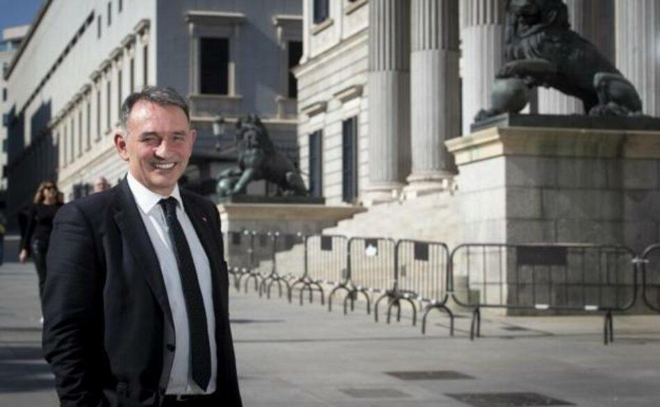 """Enrique Santiago pide a la UE que cese en su bloqueo al CGPJ y en su """"veto a fuerzas políticas democráticas"""""""
