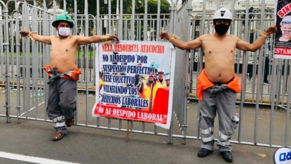 Mineros peruanos se mantienen protestando frente al Congreso