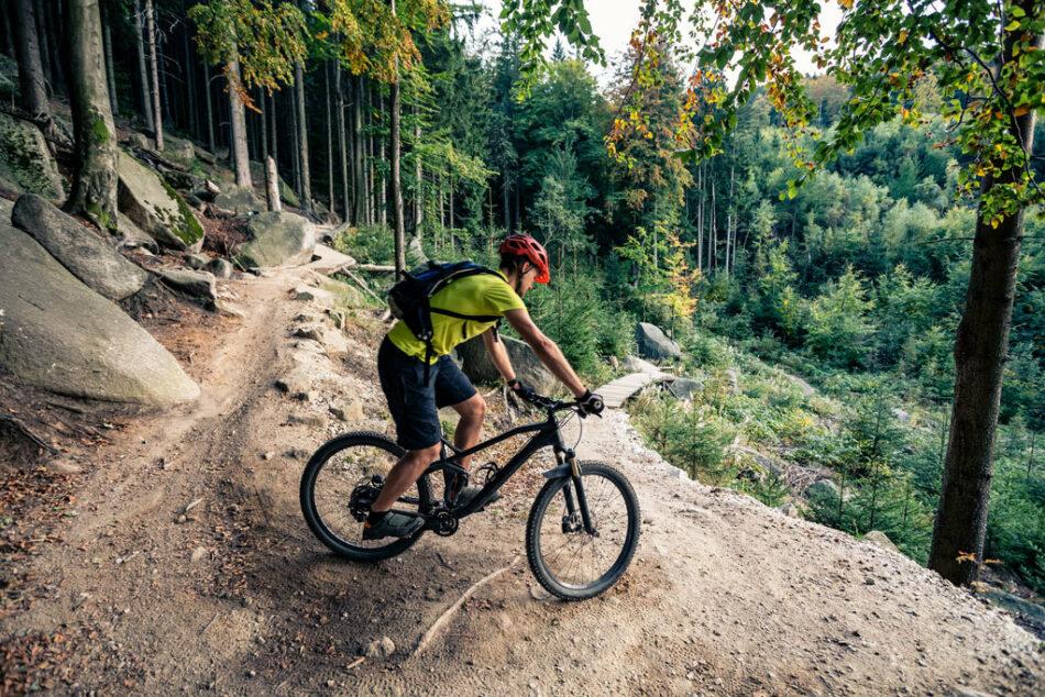 Suspenden una carrera ciclista en la Sierra Oeste de Madrid tras la convocatoria de un alcalde a cazadores armados para impedir el evento