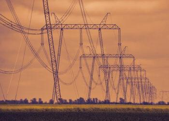 Más de 30 organizaciones denuncian la devolución de favores, la opacidad y las puertas giratorias en el proceso de transición energética