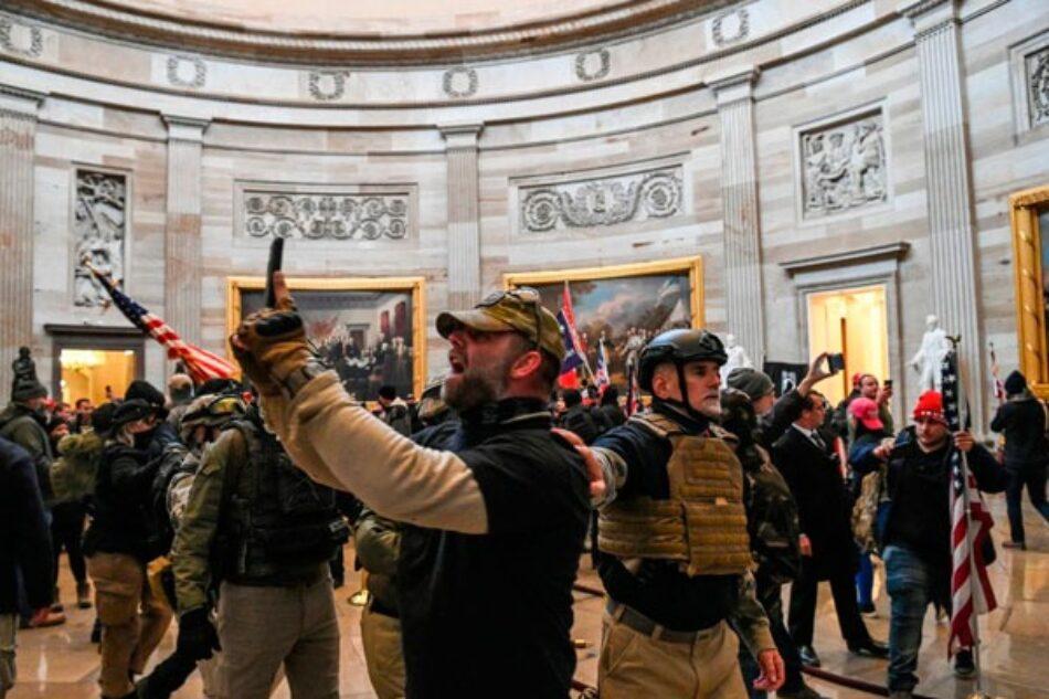 Trump alienta un golpe de Estado con sus grupos de extrema derecha asaltando el Capitolio
