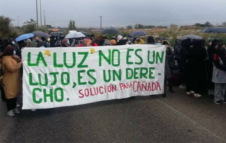 Las familias afectadas por el corte de luz en la Cañada Real exigirán a  Naturgy que restablezca el servicio