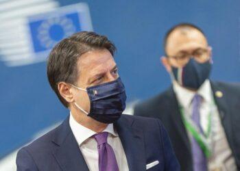 Primer ministro italiano presenta dimisión