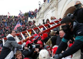 La justicia estadounidenses inculpa a 15 personas por el asalto al Capitolio