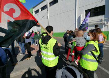 CNT hace balance de cuatro días de huelga en el sector del manipulado de Almería