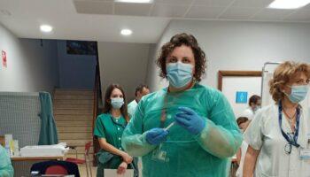 Seis meses perdidos por la improvisación del Gobierno regional de Madrid: casi 600 enfermeras de baja por Covid