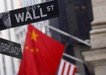 China anuncia respuestas ante la exclusión de sus compañías de los mercados de valores en Estados Unidos