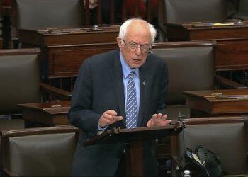 Bernie Sanders critica el plan de estímulo económico estadounidense aprobado por demócratas y republicanos en el Congreso