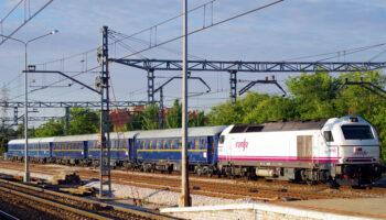 Ecologistas en Acción critica las subvenciones al coche eléctrico y la ausencia de planes ferroviarios ambiciosos
