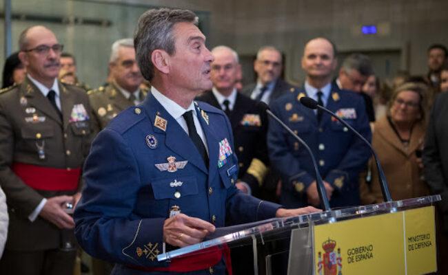 El JEMAD presenta su dimisión ante la ministra de Defensa por el escándalo de las vacunas