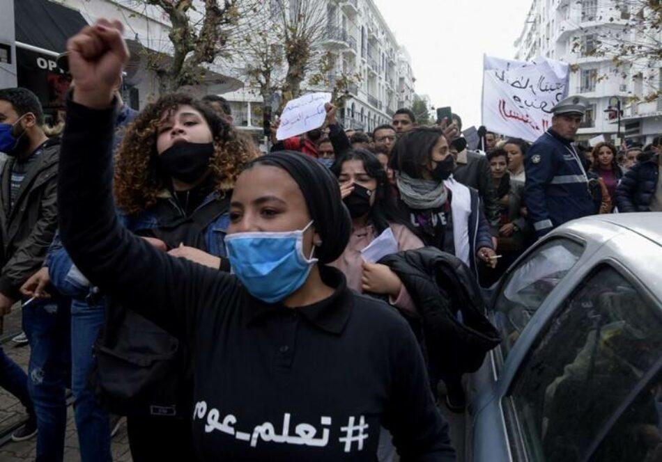 Protestas populares frente al Parlamento tunecino por la muerte de un manifestante