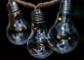 El recibo de la luz del usuario medio tuvo en diciembre una subida interanual del 7,2%