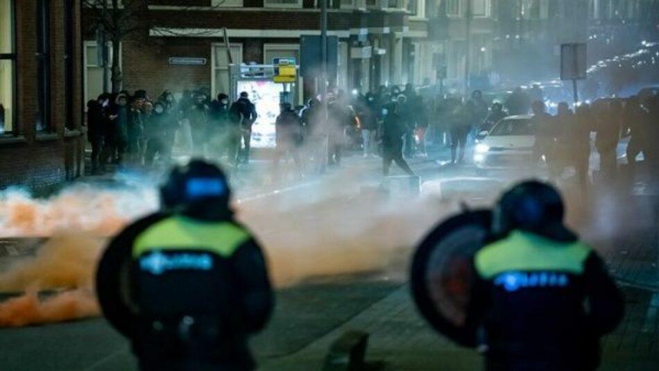 Países Bajos vive otra noche de disturbios contra toque de queda
