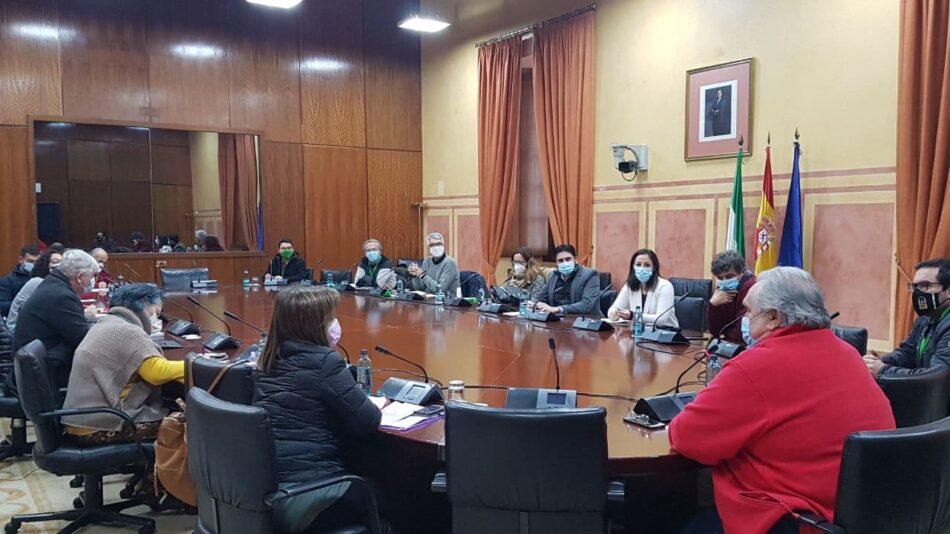 Organizaciones políticas y agentes sociales celebran una reunión para tratar los problemas relacionados con el ferrocarril en Sevilla