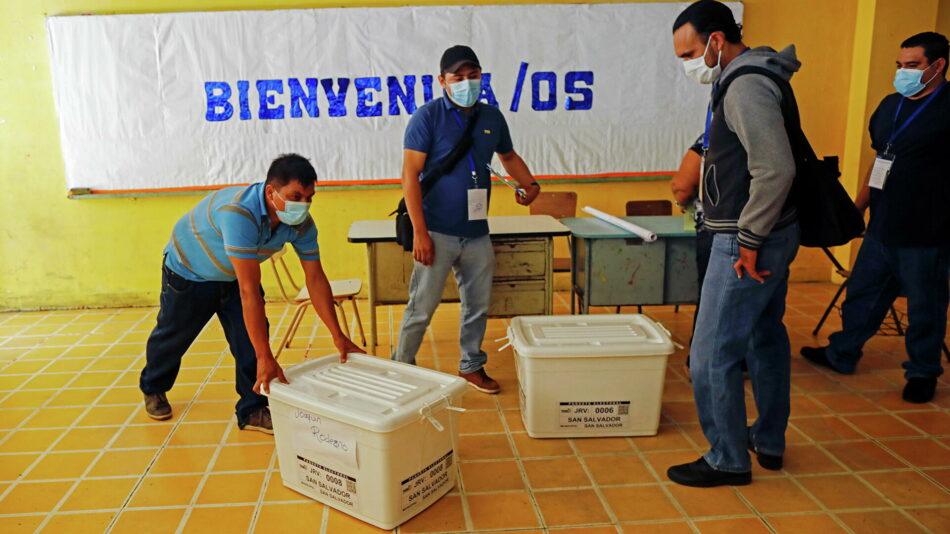 El Salvador renueva el Congreso en unas elecciones con aire plebiscitario sobre el presidente Nayib Bukele