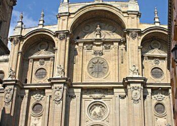 Granada Laica denuncia que el Gobierno legitima el expolio monumental de las inmatriculaciones de la Iglesia