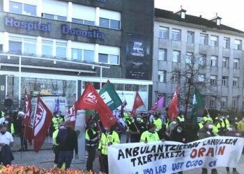 Los trabajadores del transporte sanitario vasco piden que se les vacune cuanto antes