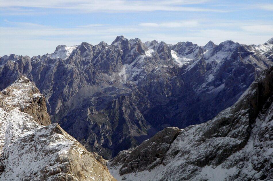 La instalación descontrolada de parques eólicos pone en riesgo la supervivencia del entorno natural de la Cordillera Cantábrica