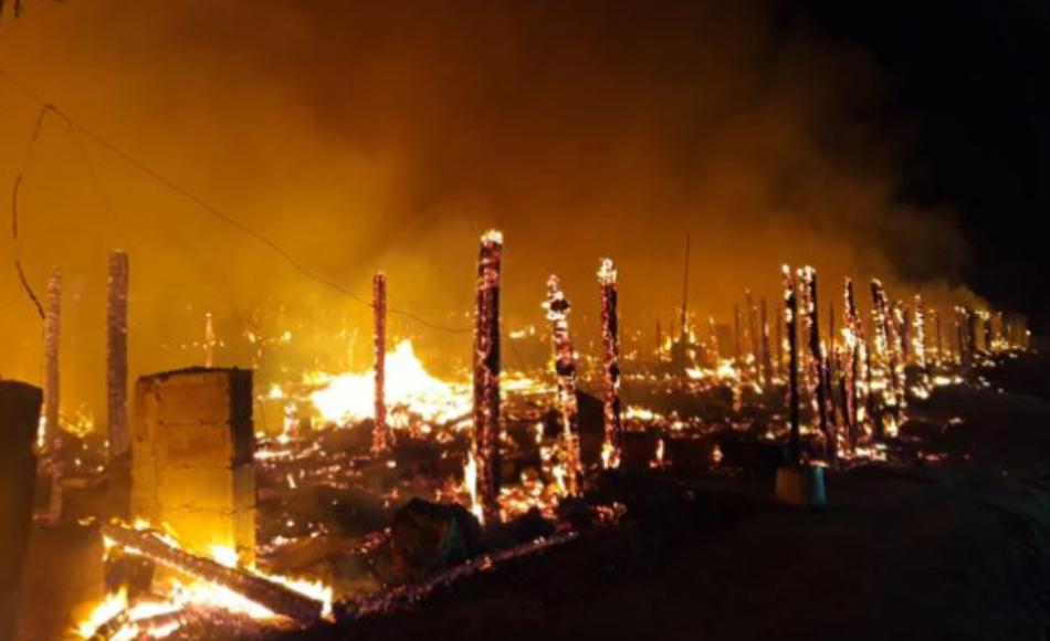 Arde «Atochares», otro asentamiento de infraviviendas de migrantes en Níjar (Almería)