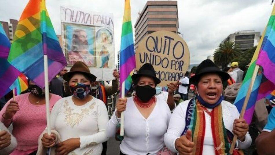 Indígenas esperan movilizados el recuento de votos en Ecuador