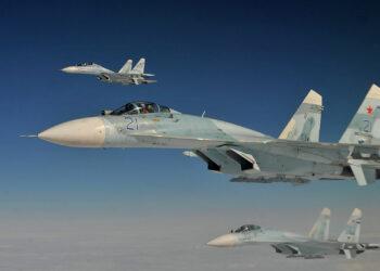 Rusia equipa a sus cazas Su-27 con armas para destruir a los bombarderos B-1 estadounidenses radicados en Noruega
