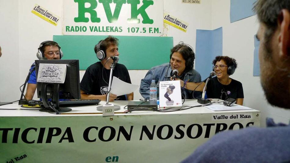 """Nos echan, no nos callan"": la Comunidad de Madrid desaloja a Radio Vallekas por no poder pagar un alquiler de 1.400 euros"
