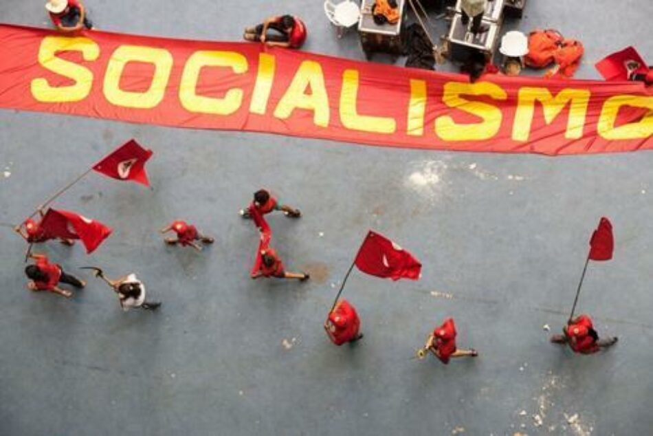 El socialismo comunal como base de la democracia participativa
