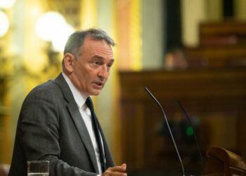 """Enrique Santiago critica a Vox por esconder los """"verdaderos problemas de la justicia"""" mientras trata de beneficiarse con sus propuestas para reformar los trámites en el Constitucional"""