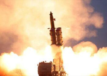 Corea del Norte lanza al menos dos misiles balísticos