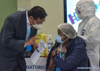 Comienza vacunación masiva en La Paz, Bolivia, con dosis chinas de Sinopharm