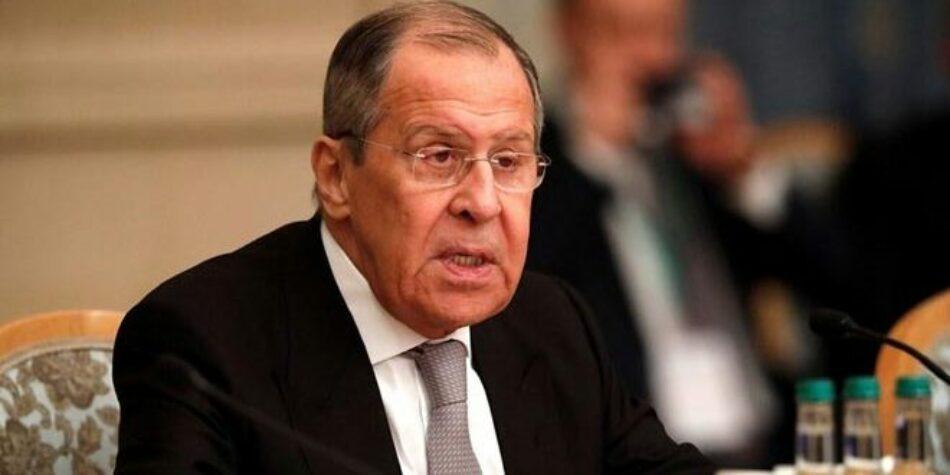 Lavrov insta a prescindirse del dólar en las transacciones interestatales