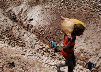 Descubrimiento en la RD de Congo de una 'montaña de oro' con una concentración de hasta 90 % del metal precioso desata una masiva fiebre de oro