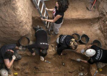 Vídeo sobre la exhumación de la fosa común [nº3] en el cementerio de Guadalajara en octubre de 2020