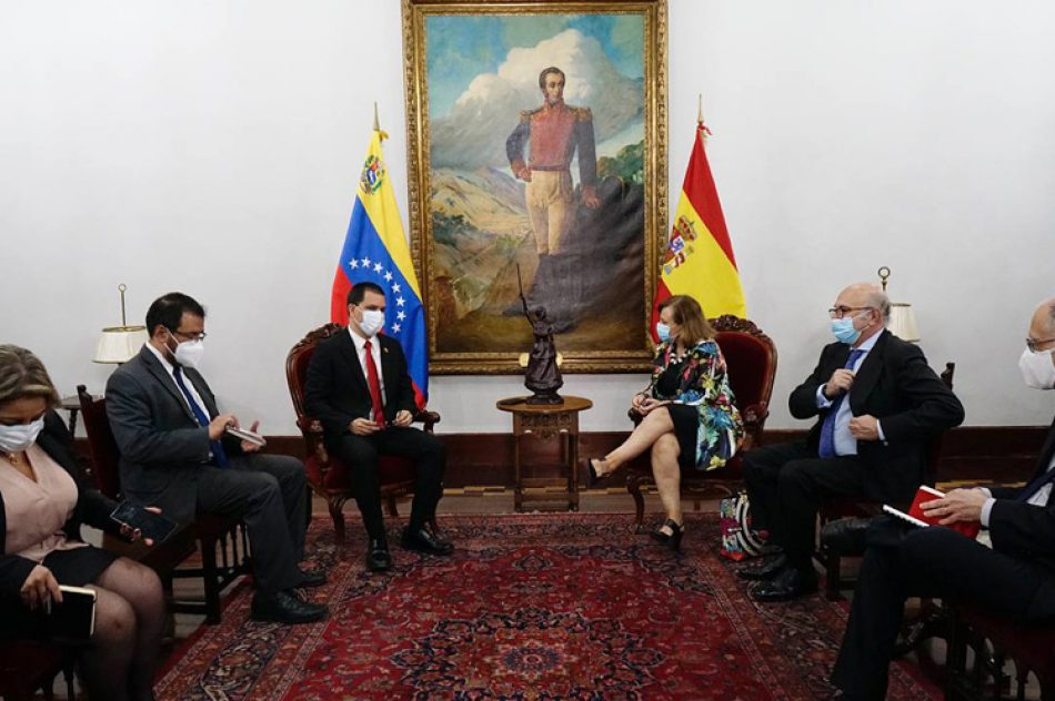 Canciller de Venezuela recibe a secretaria de Estado de España