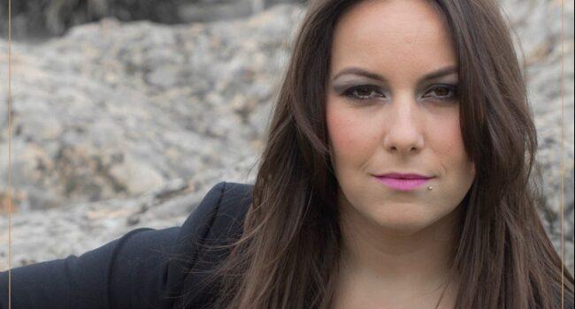 Lucía Sócam vuelve a los escenarios tras el éxito editorial de su libro «Voz de la memoria»