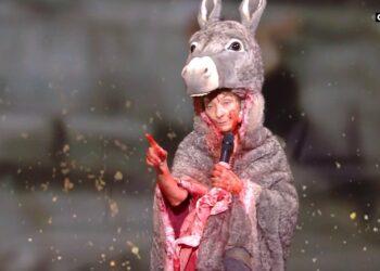 La actriz Corinne Masiero protagoniza una polémica performance en los premios franceses al cine César