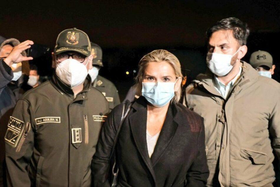La Policía traslada a Jeanine Áñez a La Paz, Bolivia, tras su arresto en Beni