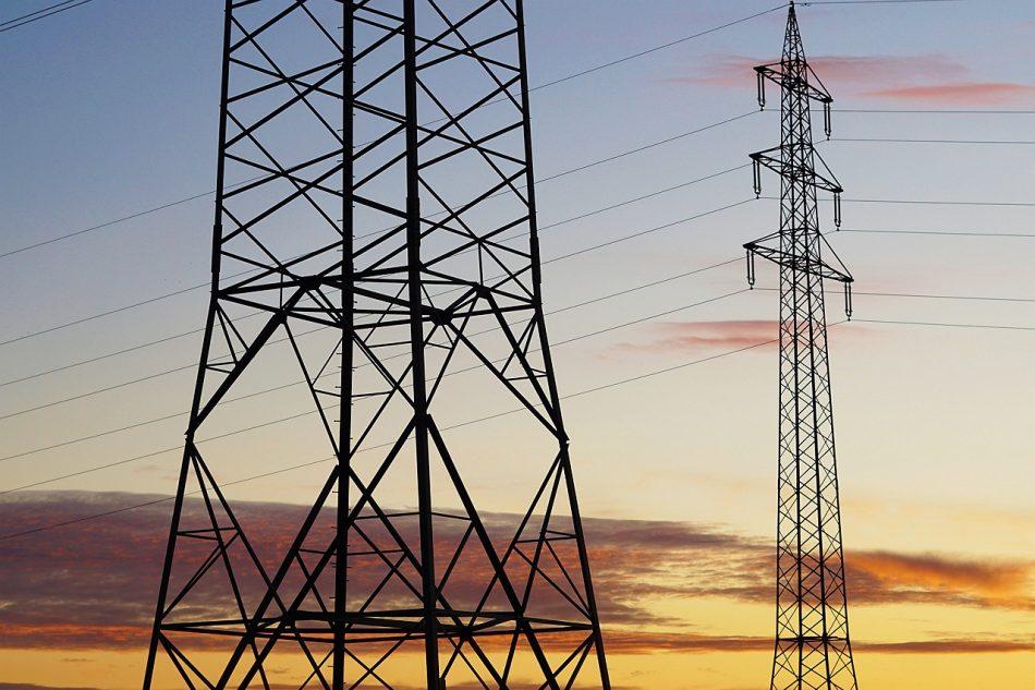 Anova denuncia que a Lei de reactivación económica do PP está feita a medida dos intereses do oligopolio eléctrico