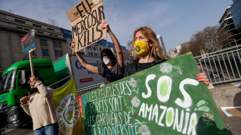 Concentración y performance para exigir la no ratificación de España al Acuerdo comercial UE-Mercosur