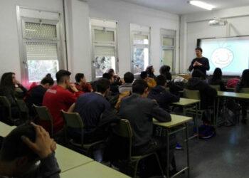 Unidas Podemos IU Alcalá de Henares lleva moción al Pleno del Ayuntamiento en contra del cierre del IES Albéniz, CEIP El Juncal y CEIP Reyes Católicos