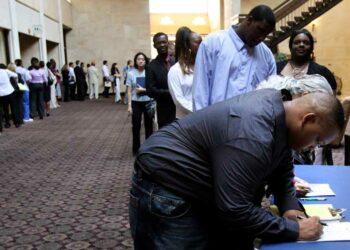 Subsidios por desempleo crecen en EE.UU.