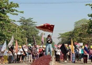 Represión militar en Myanmar se salda con una decena de muertos