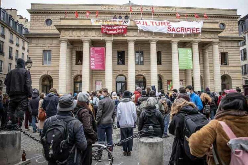 Ocupan teatros en Francia para exigir apertura de espacios culturales