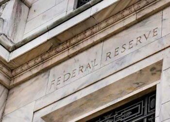 La Reserva Federal (Fed) de EE.UU. mantiene tasas de interés en cerca de cero en medio de debate sobre inflación