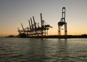 Barcelona teme un «cuello de botella» en su puerto tras la reapertura del Canal de Suez