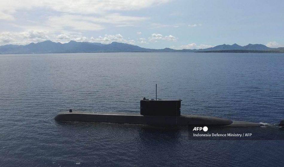 Armada indonesia pierde contacto con submarino con más de 50 personas a bordo