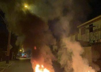 En repudio al Día del Carabinero: barricadas y protestas en varias ciudades en Chile